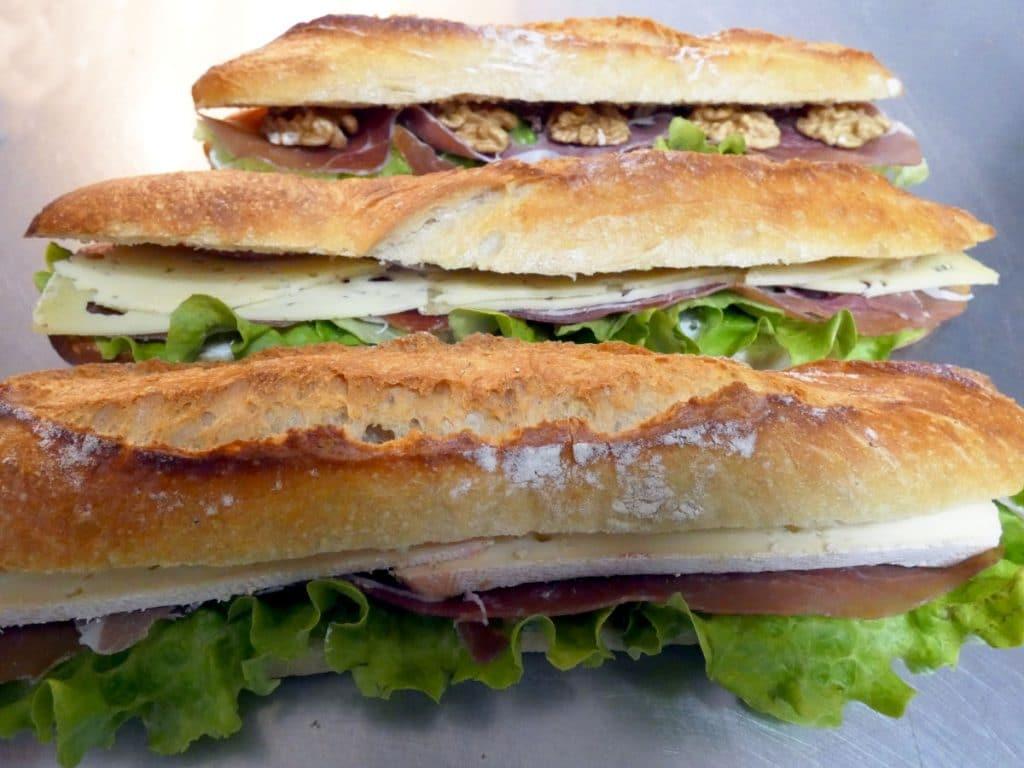 Sandwiches jambon cru, Reblochon, ou noix